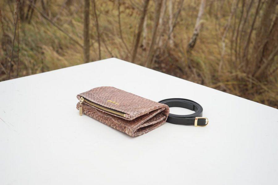 """Handtasche """"Pröm"""" mit Portemonnaie-Optionen aus nudefarbenem Barschleder mit Trageriemen"""