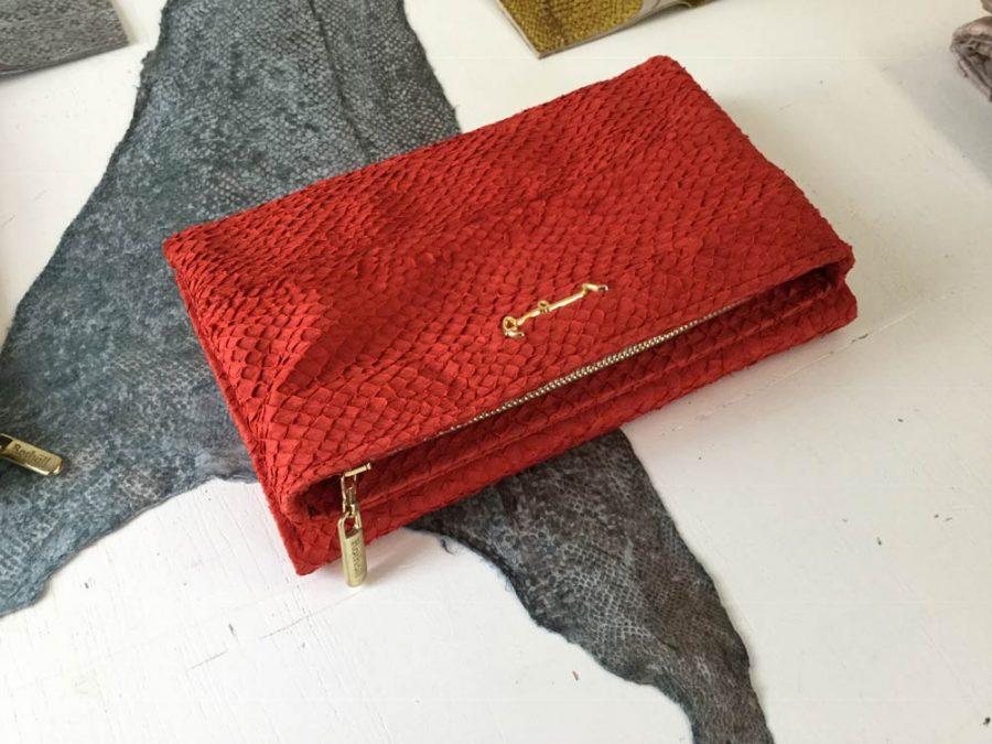 Pröm aus rotem Lachsleder