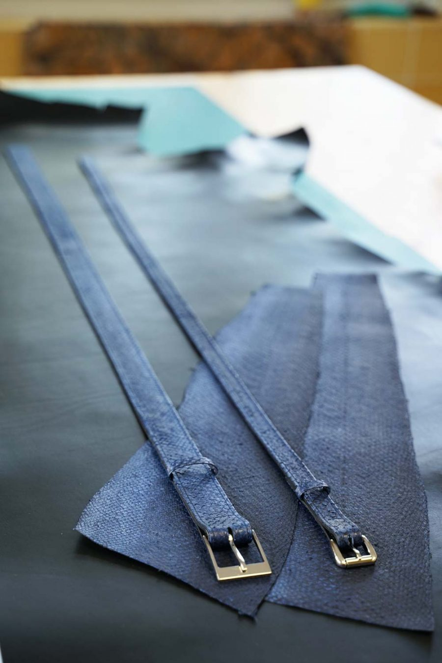 Gürtel aus marineblauem Lachsleder