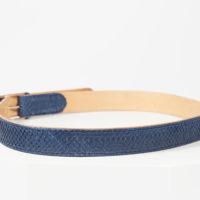 Herrengürtel gefertigt aus marineblauem Lachsleder